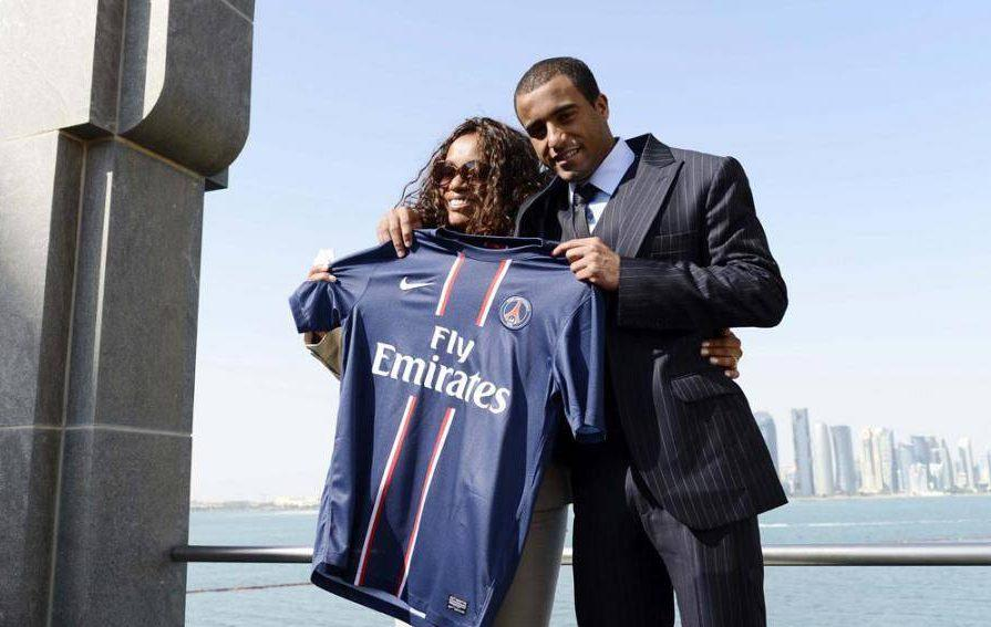 lucas-moura-signs-psg